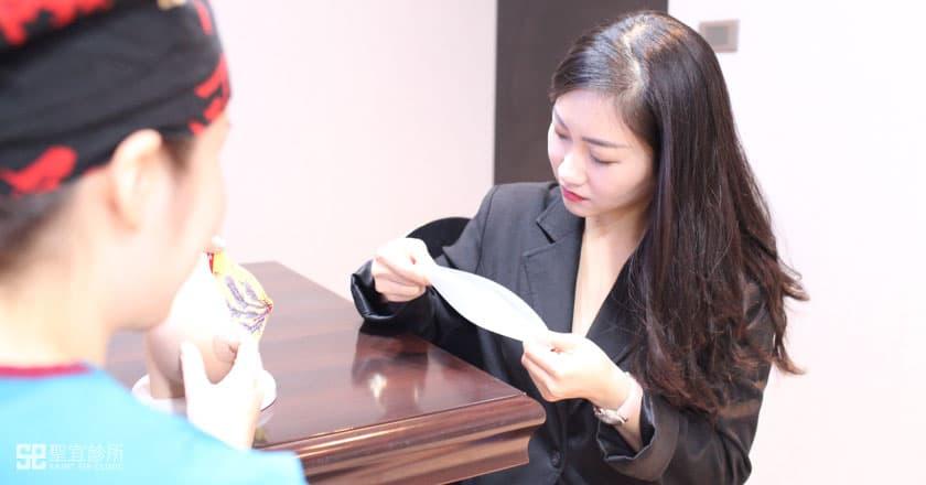 身為護理從業人員,Angela相當重視義乳的安全性。