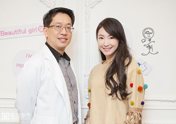 翁書賢醫師與展場model以薰合影
