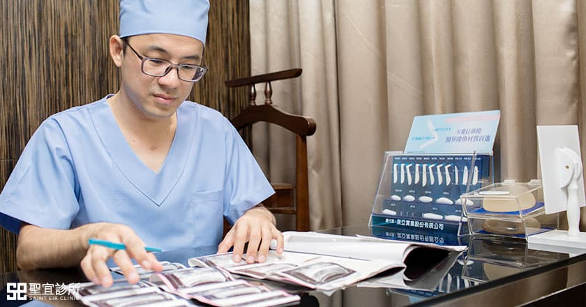 醫師檢視體檢報告